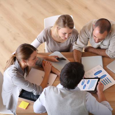 Dlaczego aż 279 tys. osób wybrało karierę w centrach biznesowych?